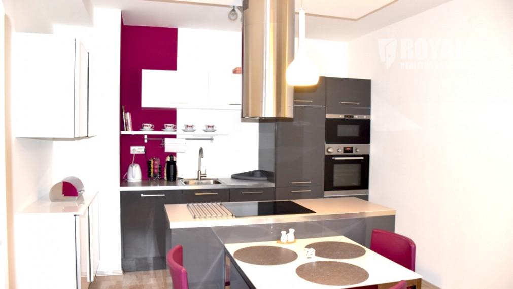 Zarezervované - Moderný, zariadený 2i byt s loggiou a parkovacím miestom, Villa domy, Slnečnice, Petržalka